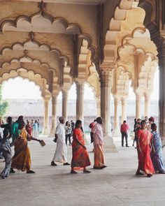 India Travel Inspiration and Wanderlust - Photograph of the Agra Fort - Indian women in their Saris - Beautiful Indian Architecture - Blog Post - Things to do - Tips - The Golden Triangle - Travel 2017
