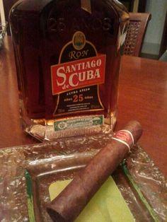 Rum Santiago de Cuba Extra Aged 25 Years. The best Cuban comercial reserve, inside Romeo y Julieta cuban cigar.