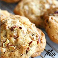 Pecan cookies made from almond flour and coconut oil - Sweets in a responsible way . :] Pecan cookies made from almond flour and coconut oil! Raw Food Recipes, Low Carb Recipes, Sweet Recipes, Snack Recipes, Healthy Cake, Healthy Sweets, Healthy Baking, Low Carb Sweets, Low Carb Desserts