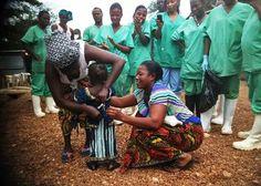La pequeña Isatta está libre de #ebola. Vive en una pequeña aldea de Sierra Leona, uno de los países de la región amenazados oor la epidemia.