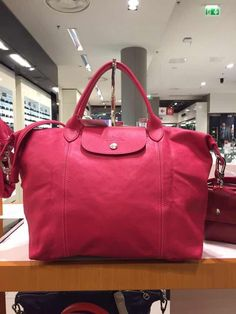 The Best Gift For Christmas! 2015 Cheap Longchamp handbags!! More less than $34.90!!! Pretty cool. More And Less, Retail Design, Pretty Cool, Longchamp, Paris Fashion, Purses And Bags, Best Gifts, Christmas 2015, Conception