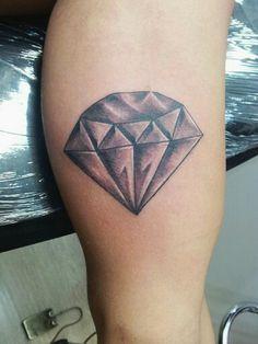 Diamante preto e cinza ...  Diamond black and grey ... Lorinho Nust Custom Tattoo BH  Contatos: (31) 9477-4781 ou lorinhotattoonust@gmail.com