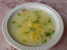 Babiččina česnečka Do 3 litrového kastrolu dám 2,5 l vody, na kostičky nakrájené brambory, osolím, přidám 3 špetky kmínu a na kolečka nakrájené 3 stroužky česneku. Dám vařit. Utřu (nebo rozmačkám) zbytek česneku, rozklepnu vejce do hrníčku a rozšlehám vidličkou. Jakmile jsou brambory jedlé, přidám 2/3 rozetřeného česneku a za varu a míchání přilévám rozmíchané vejce. Po půl minutě odstavím a přimíchám zbytek česneku. Ochutím kouskem másla. Dle chuti doplním při jídle osmaženými kostičkami… Cheeseburger Chowder, Mashed Potatoes, Recipies, Soup, Ethnic Recipes, Whipped Potatoes, Recipes, Rezepte, Soups