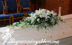 Kistdekoration (liten vit) Vit, Funeral Flowers, Table Decorations, Inspiration, Furniture, Home Decor, Biblical Inspiration, Decoration Home, Room Decor
