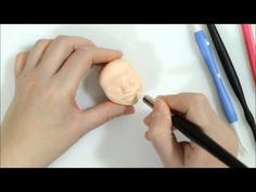 Sugarcraft Step-by-step: Modelling heads, mouths, noses & ears Part 1 Fondant Face Tutorial, Body Tutorial, Cake Tutorial, Fondant Figures, Clay Figures, Sculpting Tutorials, Clay Tutorials, Biscuit, Vídeos Youtube
