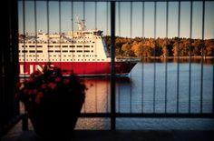 Finlandsfärjorna utanför balkongen | Kajhusen - Kvarnholmen, Stockholm