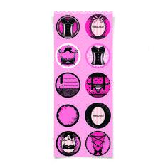A Cromus apresenta uma linha completa de móveis e acessórios para você criar um chá de lingerie cheio de charme. Quem disse que roupa íntima na decoração não dá certo?