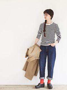 ボーダーシャツに合わせたヤエカのデニムは、ロールアップがポイント。こなれ感のある着こなしがステキです。
