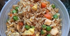 Fried Rice Restaurant Style - A great way to use up leftover rice. This quick fried rice cooks up with frozen peas, baby carrots, eggs, and soy & sesame sauces. Healthy Snacks, Healthy Eating, Healthy Recipes, Clean Eating, Rice Dishes, Food Dishes, Quick Fried Rice, Dinner Ideas, Dinner Recipes