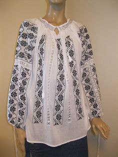 Palestinian Embroidery, Christmas Frames, Long Blouse, Ethnic, Tunic Tops, Textiles, Costumes, Long Sleeve, Womens Fashion