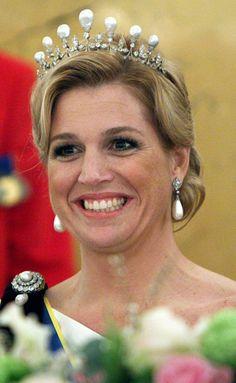 La princesse Maxima des Pays-Bas, le 21 avril 2009En épousant en 2002 Willem-Alexander, alors prince héritier des Pays-Bas, Maxima a épousé aussi la luxueuse cassette à bijoux de la famille d'Orange-Nassau. Une cassette dans laquelle elle puise régulièrement pour se parer de diadèmes, plus somptueux les uns que les autres.