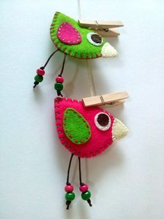 Bird felt brooch - fuchsia or green bird / wool blend felt handmade Listing is for 1 brooch. Colors: - Fuchsia with green wings - Green with