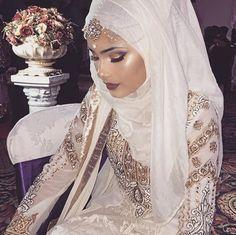 Muslim Wedding Dresses With Sleeves And Hijabs Muslimah Wedding Dress, Muslim Wedding Dresses, Muslim Brides, Dress Wedding, Bridal Hijab, Pakistani Bridal, Indian Bridal, Islamic Fashion, Muslim Fashion