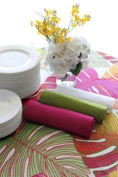 alquiler de servilletas de colores 100% lino para mantel adamo color estampado tropical Table Decorations, Furniture, Home Decor, Tropical Colors, Tropical Prints, Wedding Decoration, Blue Prints, Decoration Home, Room Decor