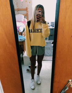 everyday fashion to look cool and stylish 57 College Fashion, Teen Fashion, Fashion Outfits, Fashion Trends, Fashion Clothes, Fashion Hacks, Fashion Ideas, Fashion Magazin, Casual Outfits