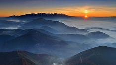Nielen stred Slovenska, ale aj srdce Európy neďaleko Kremnice možno nájsť v okolí Banskej Bystrice. Mountains, Nature, Travel, Naturaleza, Viajes, Destinations, Traveling, Trips, Nature Illustration