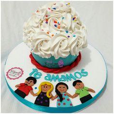 P289 bigcupcake pinksugar#pinksugar #cupcakes  #barranquilla #pasteleria #reposteriacreativa #tortas #fondant #reposteriabarranquilla #happybirthday  #vainilla  #cake #baking  #galletas #cookies  #buttercream #vainilla  #oreo  #cupcakesbarranquilla #brownie #brownies #bigcupcake