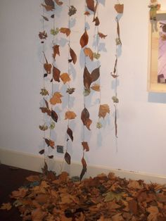Autumn leaves for fall store display. School Displays, Classroom Displays, Classroom Decor, Autumn Display Classroom, Autumn Display Eyfs, Autumn Display Boards, Autumn Crafts, Nature Crafts, Fall Store Displays