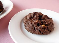 Reese's Chewy Chocolate Cookies! 2 cups flour 3/4 cup Hershey's cocoa 1 tsp baking soda 1/2 tsp salt 1 1/4 cup butter 2 cup sugar 2 eggs 2 tsp vanilla 1 2/3 cup Reese's PB chips