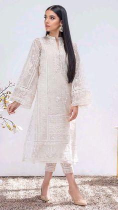 Asian Wedding Dress Pakistani, Beautiful Pakistani Dresses, Pakistani Formal Dresses, Pakistani Fashion Party Wear, Pakistani Dress Design, Pakistani Fashion Casual, Indian Fashion Dresses, Indian Designer Outfits, Eid Outfits Pakistani