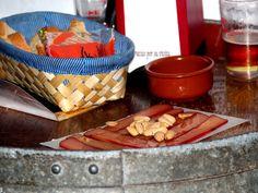 Mojama is een delicatesse uit Andalucia en bestaat uit gezouten, gedroogde tonijn. Men noemt de Mojama ook wel de Pata Negra onder de vis.    Mojama wordt gemaakt van de lendenstukken van de tonijn, die enkele dagen onder het zout hebben gelegen. Daarna wordt het zout afgespoeld en wordt de tonijn 15 tot 20 dagen in de zon en zeewind te drogen gehangen of gelegd.