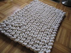 I could make this. Knitted rug. Uses cotton rope