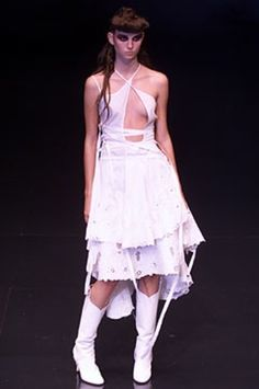 SPRING 2002 READY-TO-WEARAlexander McQueenCOLLECTION