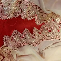 This Pin was discovered by Bir Needle Lace, Bobbin Lace, Needle And Thread, Crochet Doilies, Crochet Lace, Romanian Lace, Crochet Butterfly, Point Lace, Lace Embroidery