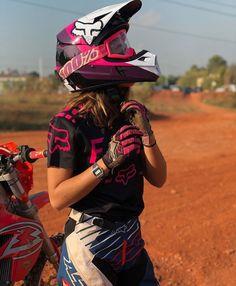 A girl can also have talent! Motocross Girls, Motocross Gear, Dirt Bike Girl, Indian Motorcycles, Triumph Motorcycles, Custom Motorcycles, Lady Biker, Biker Girl, Fille Et Dirt Bike