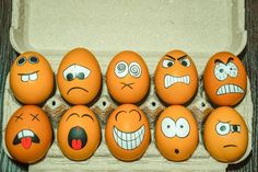 Funny Easter Eggs, Funny Eggs, Easter Egg Crafts, Diy Crafts For Kids, Fun Crafts, Preschool Crafts, Art D'oeuf, Funny Paintings, Easter Egg Designs