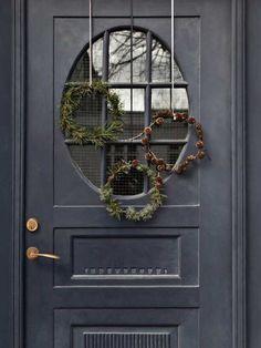 DIY: Pynt til din juledør DIY: De fineste kranse til di Beautiful Christmas, Simple Christmas, Christmas Home, Christmas Wreaths, Christmas Crafts, Christmas Decorations, Xmas, Scandinavian Christmas, Country Christmas