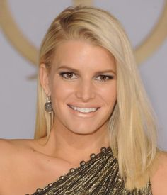 Jessica Simpson is new to the long bob, but you have to agree that this new mom looks beautiful with this haircut. Even styled simply straight, the lob looks polished.