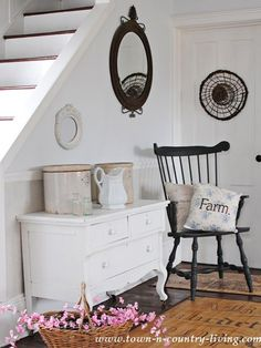 How to get the farmhouse look. Painted furniture and flea market finds.