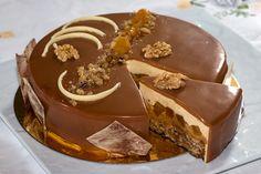 Un entremet, caramel, poire, noix, les papilles en folie et une merveilleuse association de saveurs. Un dessert raffiné, léger pour terminer un repas.