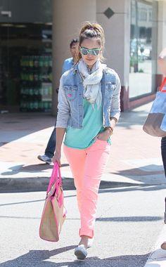 Di sí a los lentes con espejo y más si están llenos de color. Jessica Alba
