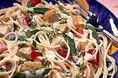 This Asian-inspired pasta salad, made with chicken, chopped peppers, crunchy snow peas and green onions, is tossed with a creamy dressing.  This isn't your ordinary pasta salad - toss up a bowl of our Chinese Chicken Pasta Salad and wow them with fresh flavour.