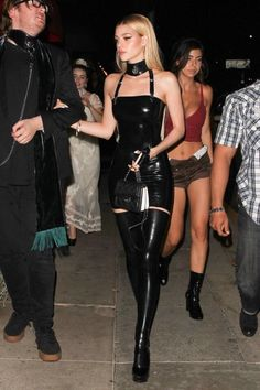 Kendall Jenner dons black leather catsuit – folding clothes Look Fashion, Runway Fashion, High Fashion, Womens Fashion, Fashion Black, Gothic Fashion, Street Fashion, Winter Fashion, Fashion Trends