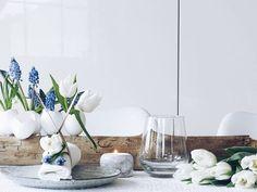 DIY-Tischdeko  Ein #doityourself das nicht viel braucht schnell gemacht ist und hübsch dekorativ ist #neuerblogpost Solltet ihr also noch Eier im Kühlschrank haben und ein Stück Holz beim Spaziergang finden könnt ihr quasi direkt loslegen. Eierschalen als Mini-Vasen und kleine Pflanztöpfe für die frühlingsfrische Osterzeit gibt es jetzt mit Anleitung #aufdemblog #direktlinkimprofil #easypeasyanklickbar . . A centerpiece for the upcoming spring season and the days around easter #diyonmyblog…