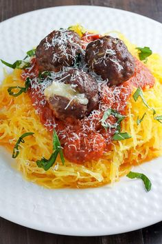 Spaghetti Squash Pasta with roasted garlic pasta sauce and mozzarella stuffed meatballs. So much delicious with so few carbs! Pasta Sauce At Home, Veggie Recipes, Healthy Recipes, Veggie Meals, Healthy Eats, Pasta Recipes, Yummy Recipes, Yummy Food, Easy Cooking