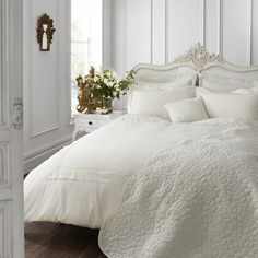 Catherine Lansfield Home Chantilly Lace Duvet Cover Set, White, Super King Cream Duvet Covers, Super King Duvet Covers, Double Duvet Covers, Single Duvet Cover, Duvet Cover Design, Bed Design, House Design, Beds Uk, Quilt Cover Sets