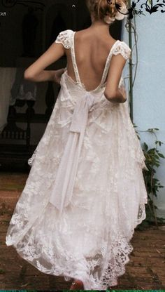 backless wedding dress. Perfect for my country wedding!