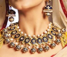 Amazing Traditional Jewellery Collection You Must Check Out Unique jewelry set for an Indian bride. How beautiful are her jhumkas!Unique jewelry set for an Indian bride. How beautiful are her jhumkas! Mughal Jewelry, India Jewelry, Antique Jewelry, Amrapali Jewellery, Indian Wedding Jewelry, Wedding Jewelry Sets, Bridal Jewelry, Wedding Rings, I Love Jewelry