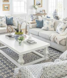 Nice 36 Brilliant Living Room Decor Ideas With Table To Inspire Today. : Nice 36 Brilliant Living Room Decor Ideas With Table To Inspire Today. Indian Living Rooms, Coastal Living Rooms, Living Room Modern, Living Room Designs, Classic Living Room, Hamptons Living Room, Fresh Living Room, Cottage Living, Cozy Living