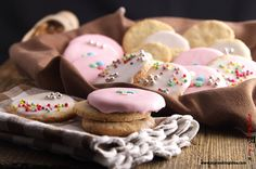 Quaresimali liguri, biscotti tradizionale della quaresima a base di farina di mandorle, zucchero e albumi. Dolci tradizionali, senza burro e senza latte