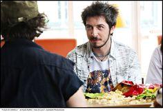 "Paolo Ruffini indossa Manymal in ""Fuga di Cervelli""  #fugadicervelli #manymal"
