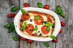 Vegetarisches vom Grill ist langweilig? Von wegen! Diesen gegrillten Feta mit Tomate wollen bestimmt alle probieren.
