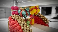 Balloon christmas presents!! Christmas Party Decorations, Christmas Presents, Ornament Wreath, Nespresso, Balloons, Xmas Gifts, Globes, Balloon, Christmas Gifts