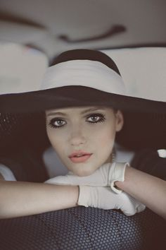 Chanel Hat, beautiful with the gloves Chanel Hat, Coco Chanel, Chanel Black, Wearing A Hat, Love Hat, Chanel Cruise, Diane Kruger, Victoria Secrets, Madame