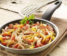 Schnelles buntes Pfannengericht mit Fleischkäse und Paprika