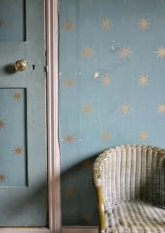 Jojo's Room: Sur les Murs ... idea for new room: wedgewood blue wall with gold stars.